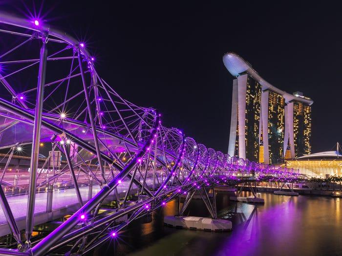 Cầu Vàng Việt Nam lọt top 10 cây cầu đẹp nhất thế giới - Ảnh 3.