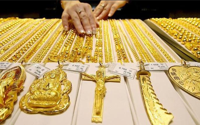 Giá vàng hôm nay 19/4: Giới đầu tư chờ thời, vàng tạm lùi sâu  - Ảnh 2.