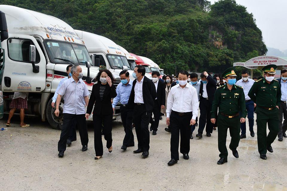Container hàng hoá, nông sản ùn ứ ở Lạng Sơn lên mức kỉ lục 2.600 xe, các Bộ tiếp tục khuyến cáo khẩn - Ảnh 1.