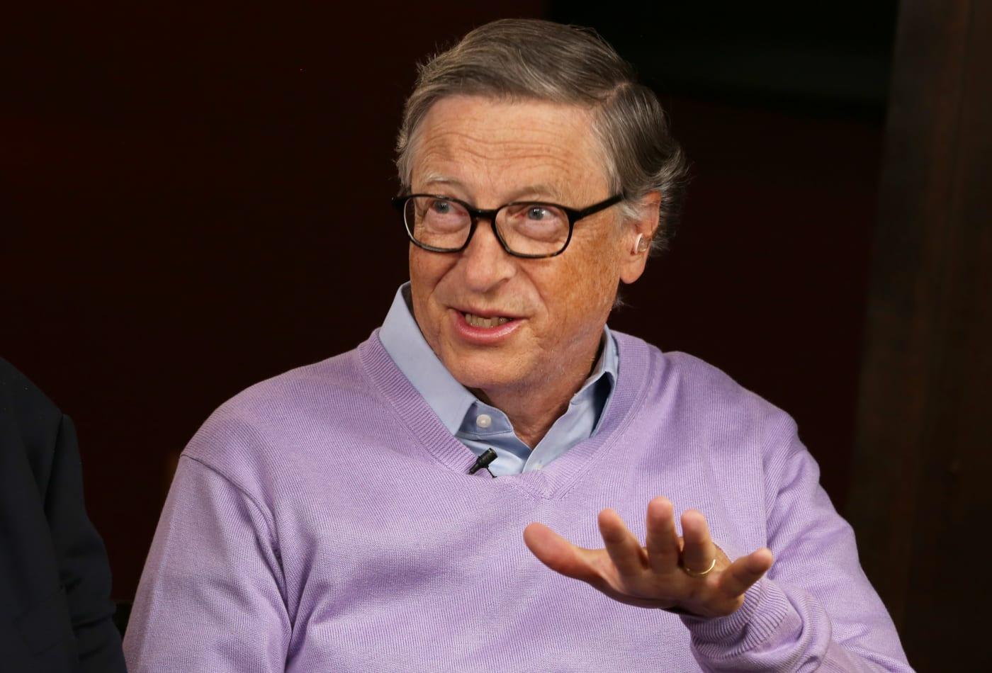Tỉ phú Bill Gates trở thành mục tiêu mới trong các thuyết âm mưu về virus Covid-19 - Ảnh 2.