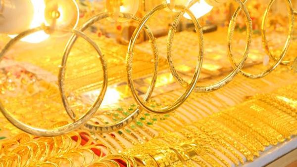 Giá vàng hôm nay 20/4: Đối diện nhiều khó khăn, vàng tạm lên nhẹ - Ảnh 2.