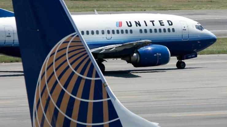 Gã khổng lồ United Airlines bán và cho thuê lại 22 máy bay để sống sót qua đại dịch Covid - 19 - Ảnh 1.