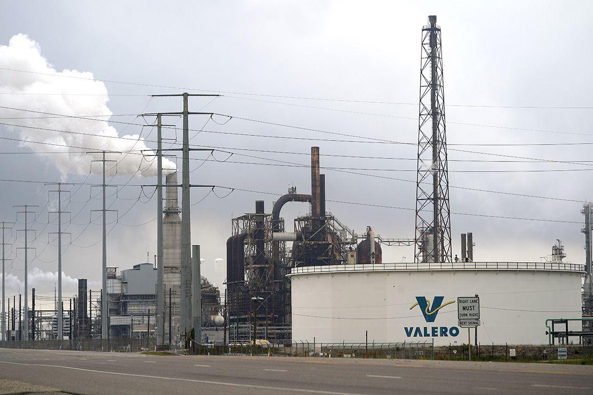 Giá dầu lao xuống mức âm, hàng trăm công ty dầu khí của Mỹ đứng trên bờ vực phá sản - Ảnh 3.