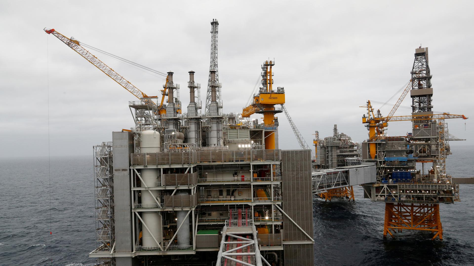 Giá dầu thô tương lai âm có ảnh hưởng như thế nào đến nền kinh tế? - Ảnh 2.