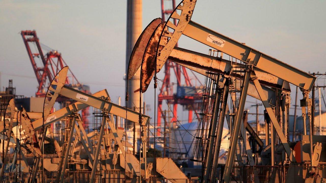 Giá dầu lao xuống mức âm, hàng trăm công ty dầu khí của Mỹ đứng trên bờ vực phá sản - Ảnh 1.