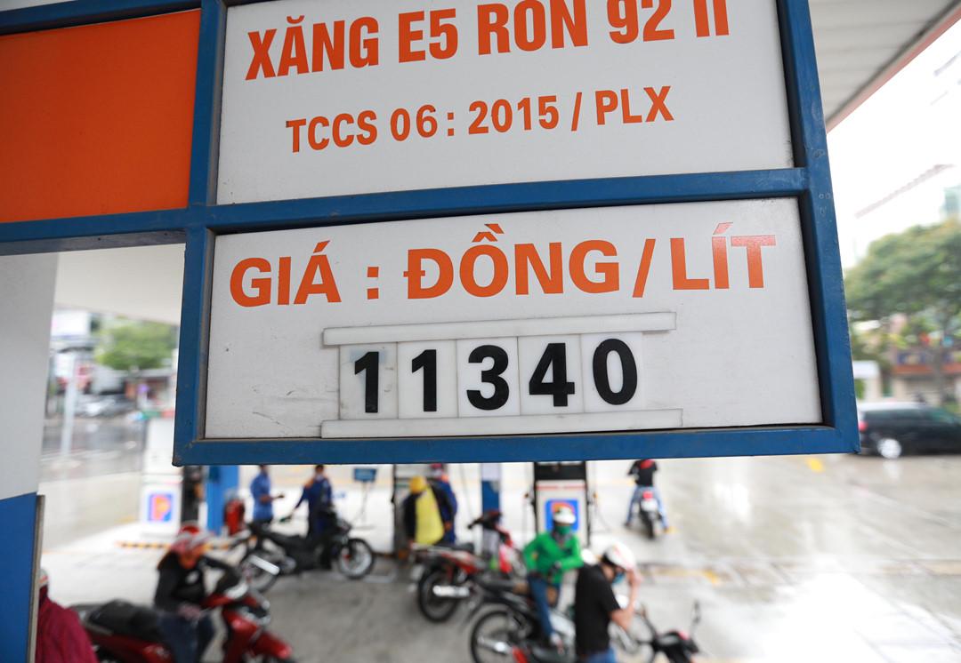 Giá xăng dầu trong nước chưa giảm vì chờ tới... chu kì - Ảnh 1.