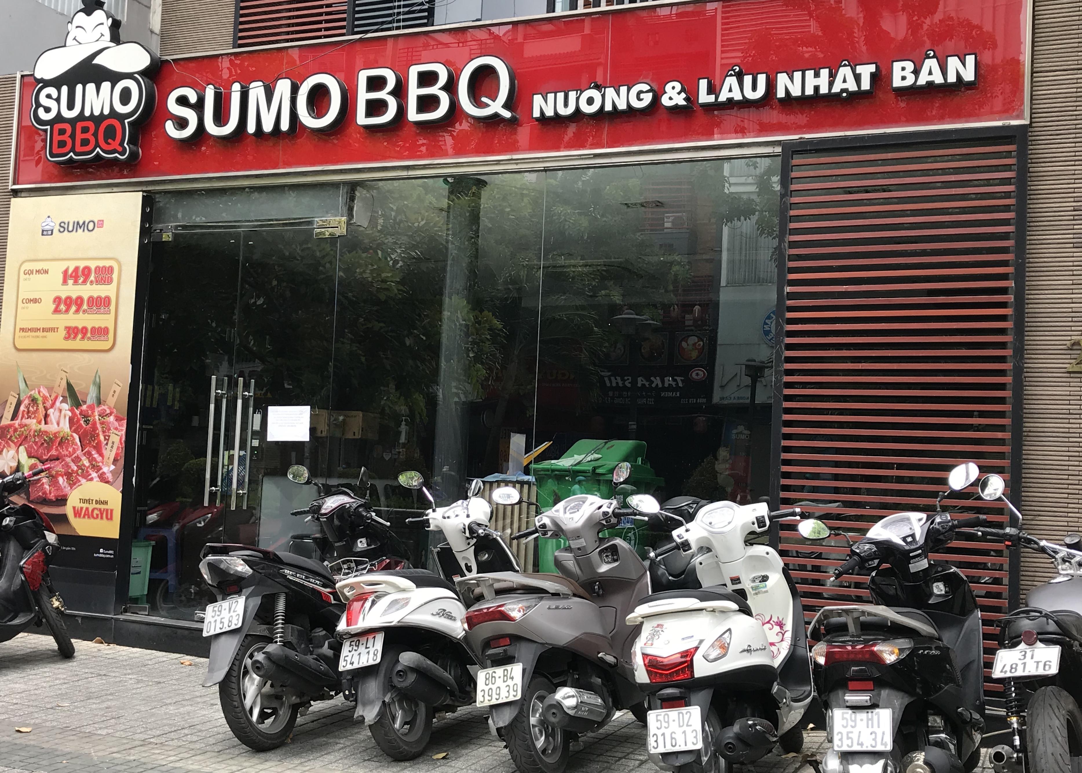 Hàng quán Sài Gòn tất bật dọn dẹp, hi vọng được mở cửa hoạt động lại vào ngày mai - Ảnh 3.