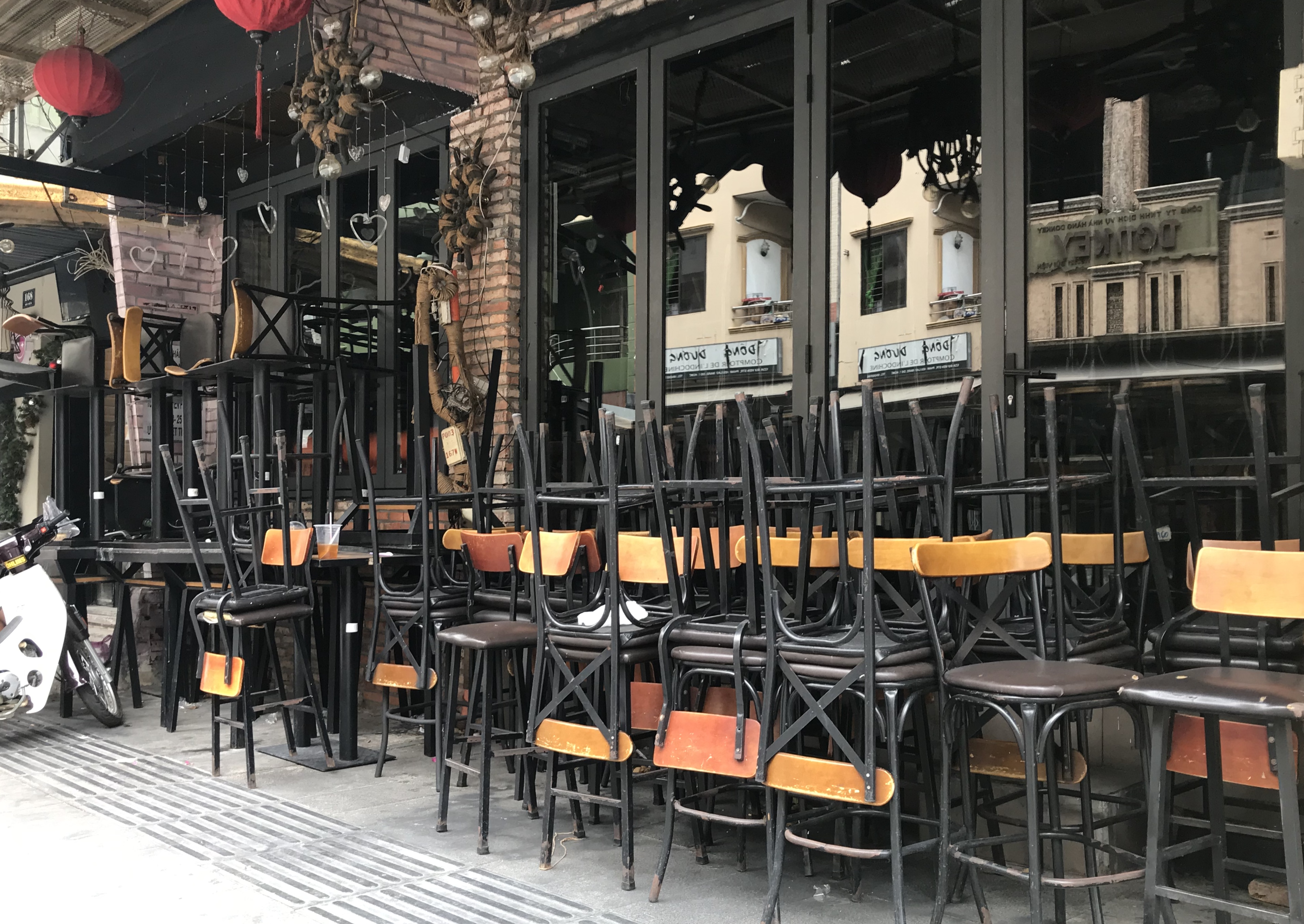 Hàng quán Sài Gòn tất bật dọn dẹp, hi vọng được mở cửa hoạt động lại vào ngày mai - Ảnh 5.