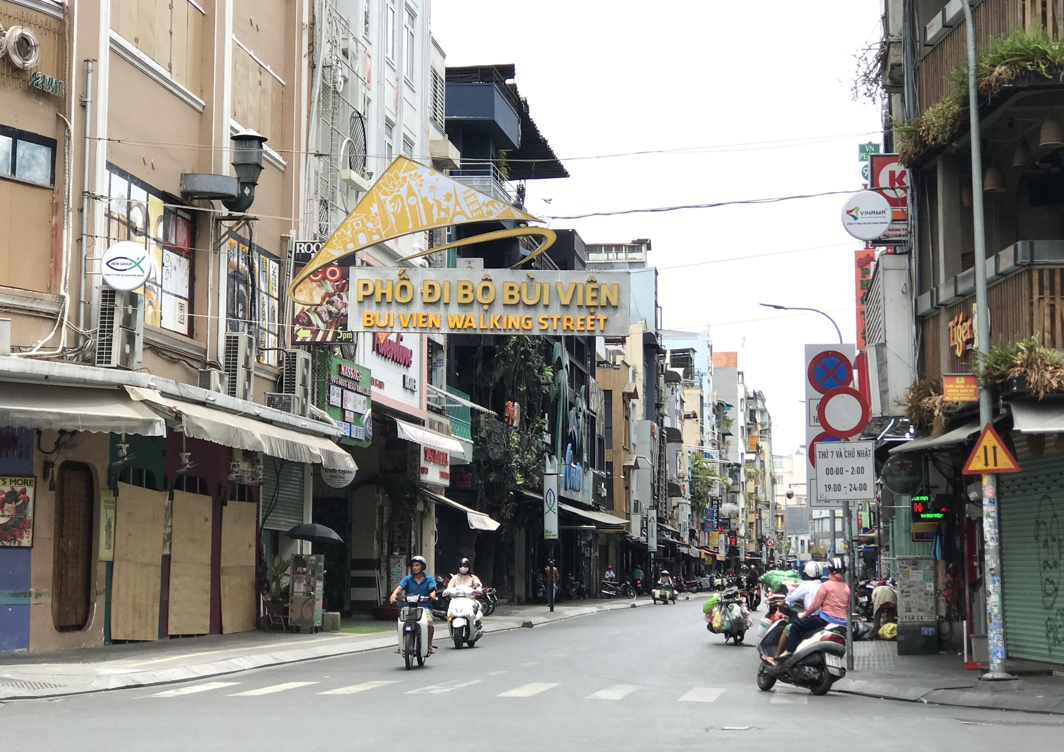 Hàng quán Sài Gòn tất bật dọn dẹp, hi vọng được mở cửa hoạt động lại vào ngày mai - Ảnh 4.