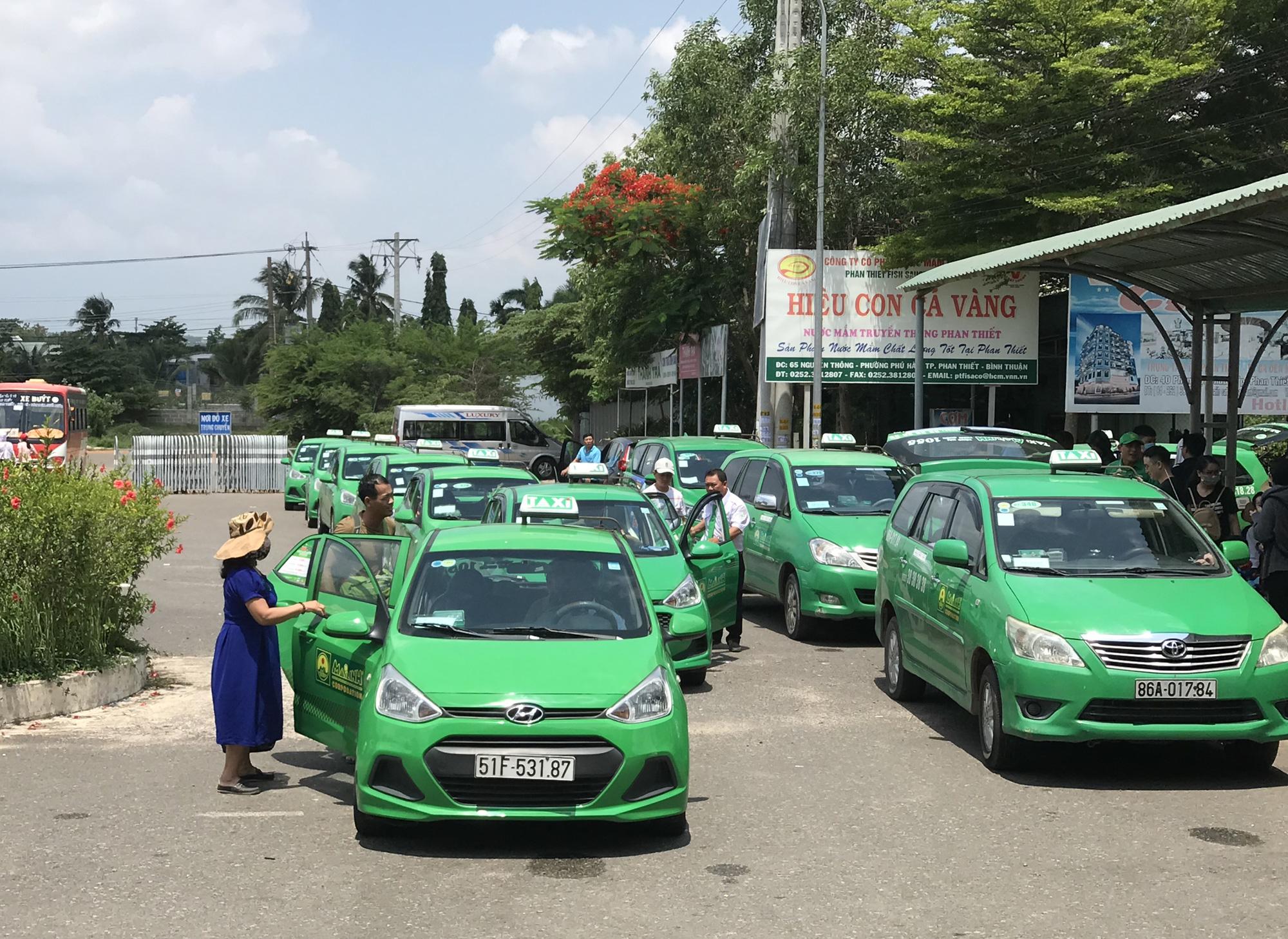 TP HCM quyết định cho taxi, Grab, be, xe khách liên tỉnh hoạt động lại hôm nay, xe buýt chờ tới 3/5 - Ảnh 1.