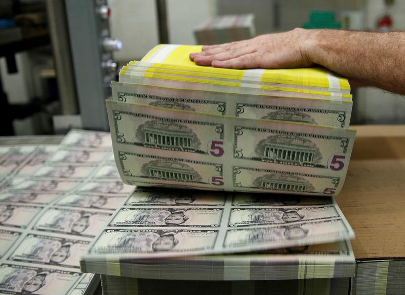 Giá USD hôm nay 23/4: Đi xuống theo tình hình tài chính thế giới - Ảnh 1.