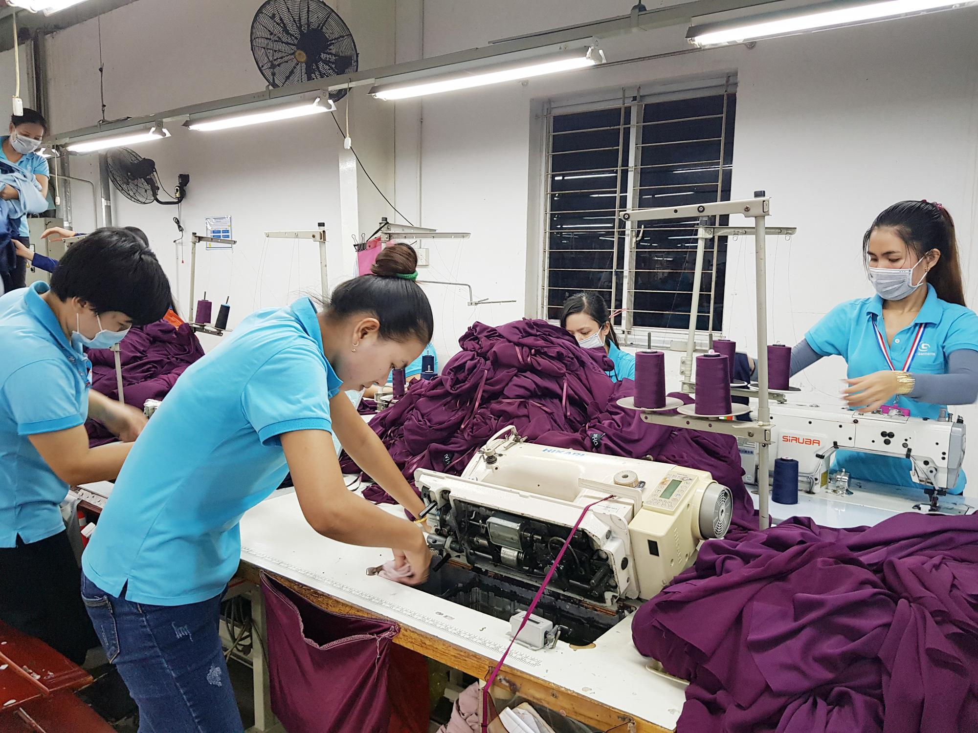 Covid-19 khiến hơn 10 triệu lao động Việt Nam bị giảm lương, mất việc - Ảnh 1.