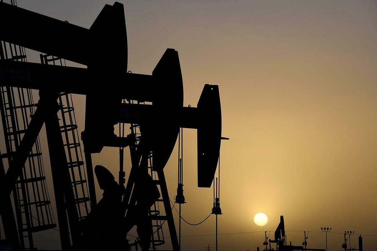 Giá xăng dầu hôm nay 24/4: Tạm thoát đáy, nhiên liệu tăng lên nhanh chóng - Ảnh 1.