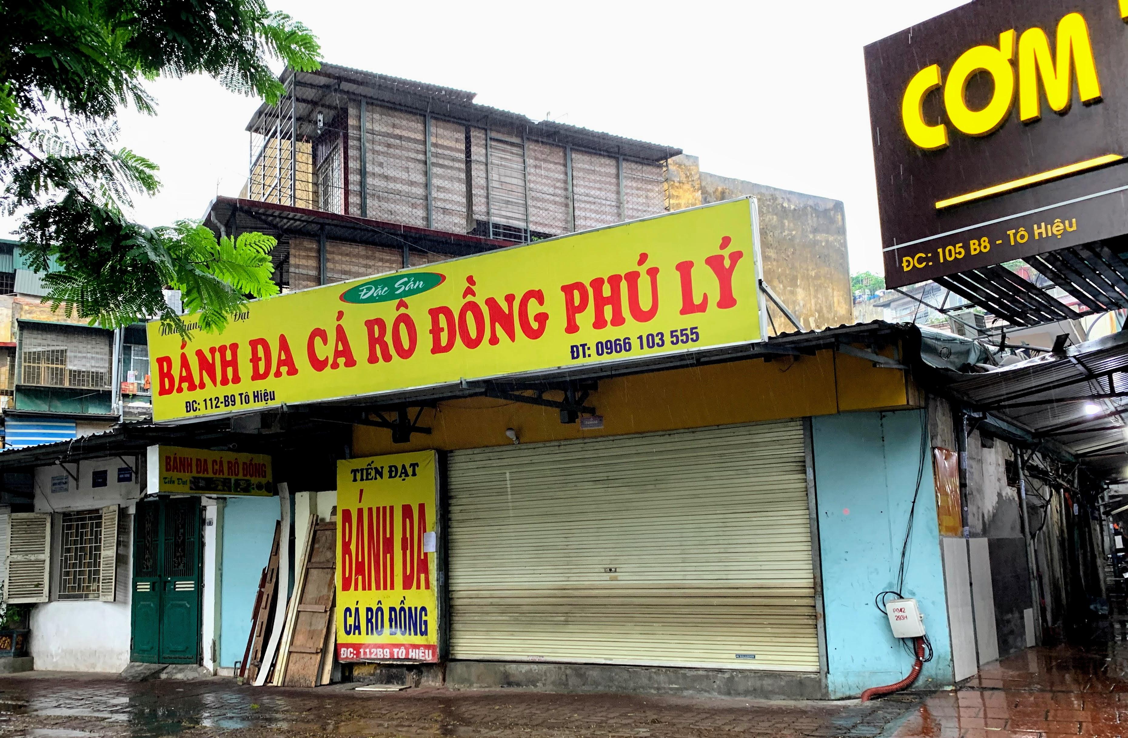 Người Hà Nội đội mưa đi ăn phở, uống cà phê sau cách li: 'Thèm quá, không chịu được' - Ảnh 6.