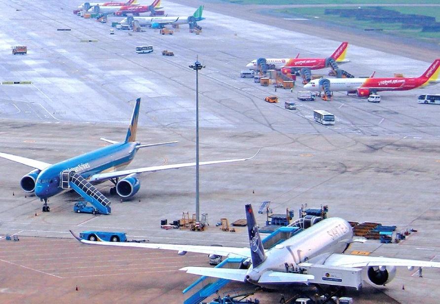 Các hãng hàng không giảm giá vé, đồng loạt tăng các đường bay nội địa sau thời gian 'cách li toàn xã hội' - Ảnh 1.