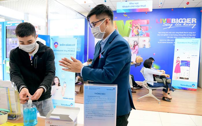 Sếp Vietcombank, Vietinbank, Agribank, SHB lo lợi nhuận giảm nghìn tỉ vì dịch Covid-19 - Ảnh 1.