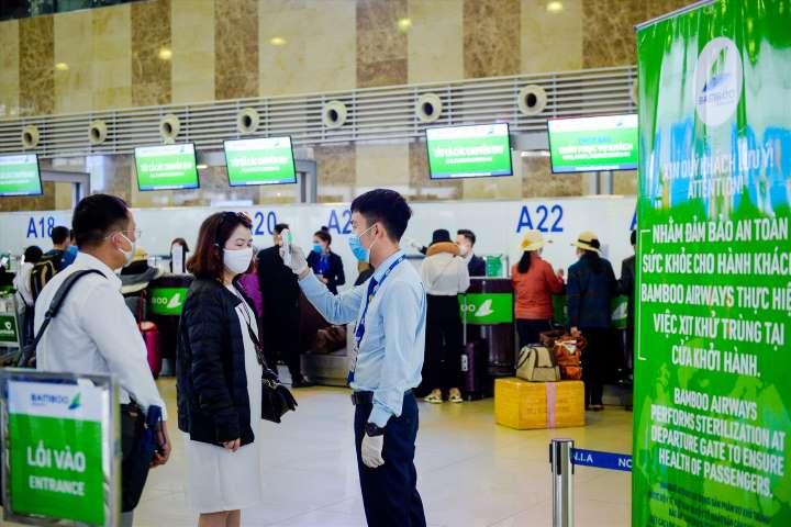 Chính sách hỗ trợ khách hàng trên các chuyến bay bị ảnh hưởng do dịch Covid-19 của các hãng hàng không Việt - Ảnh 1.