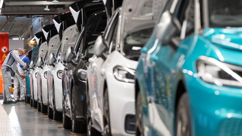 Toyota, Volkswagen và Hyundai 'rộn ràng' khởi động lại các nhà máy sản xuất ô tô ở châu Âu sau dịch Covid - 19 - Ảnh 2.