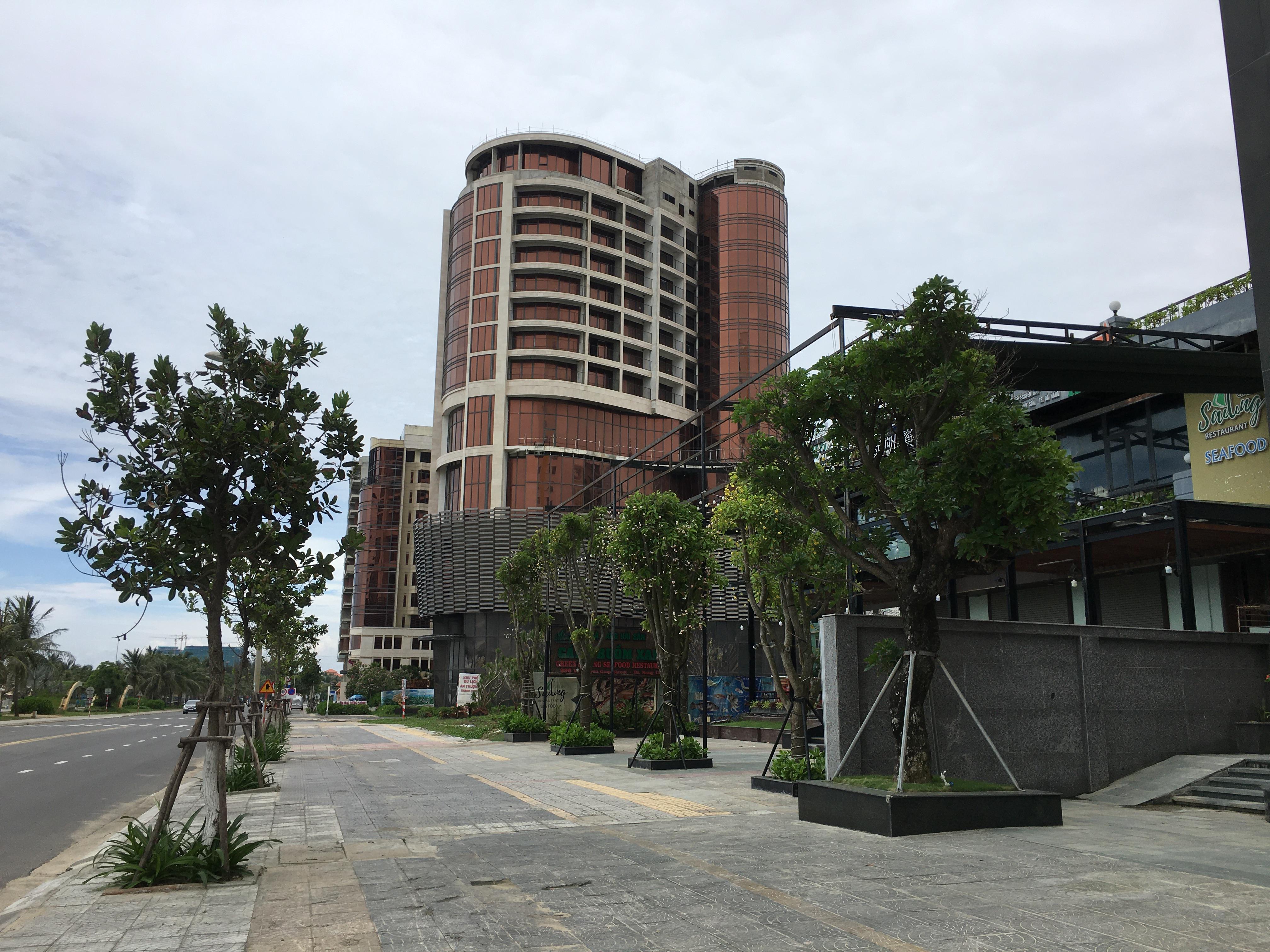 Khách sạn ở Đà Nẵng đóng cửa im ỉm dù chính quyền cho đón khách trở lại - Ảnh 2.