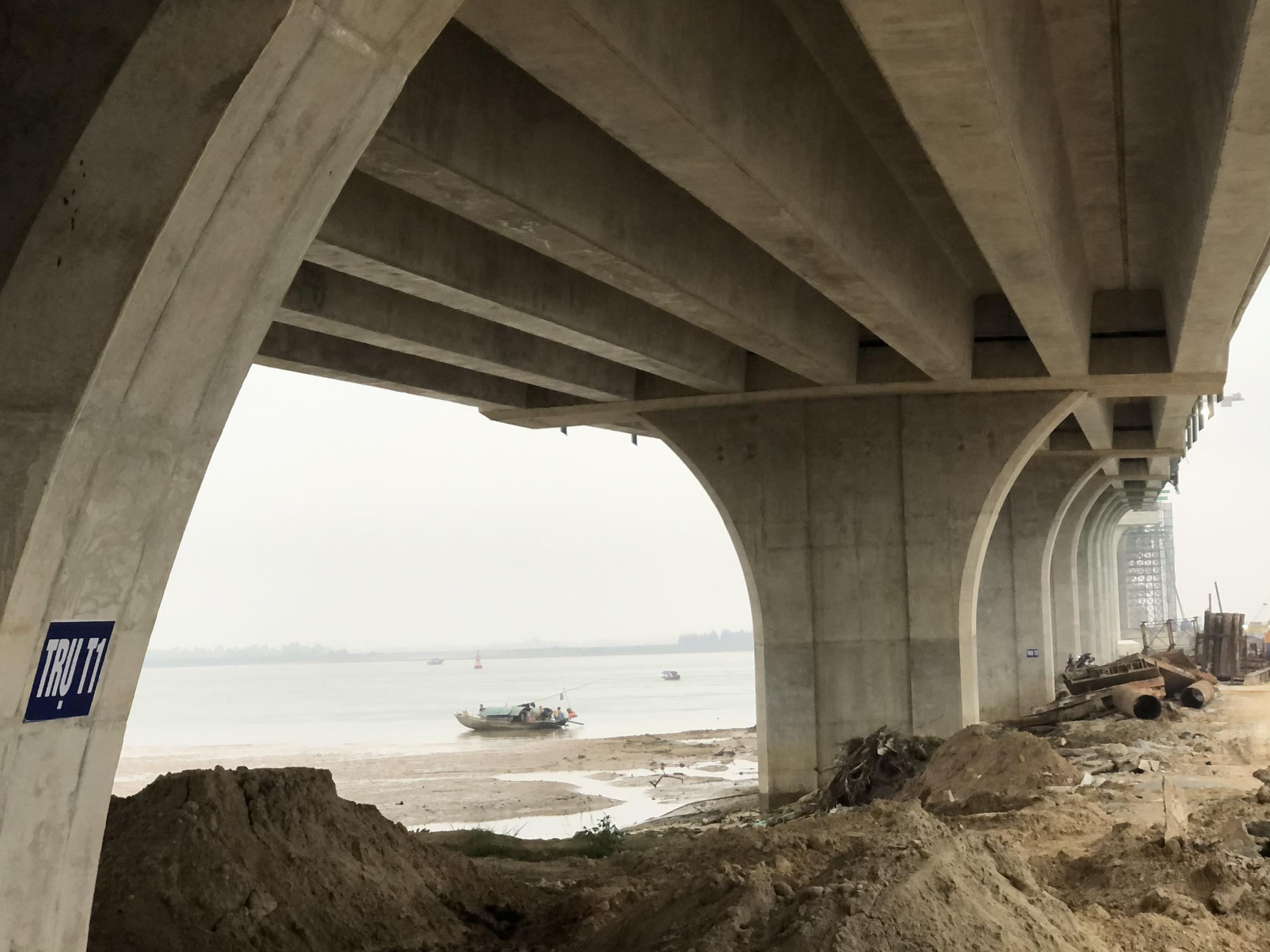 Cận cảnh cầu Cửa Hội nối hai tỉnh Nghệ An - Hà Tĩnh, tổng mức đầu tư 950 tỉ đồng, dự kiến thông xe tháng 8/2020 - Ảnh 8.