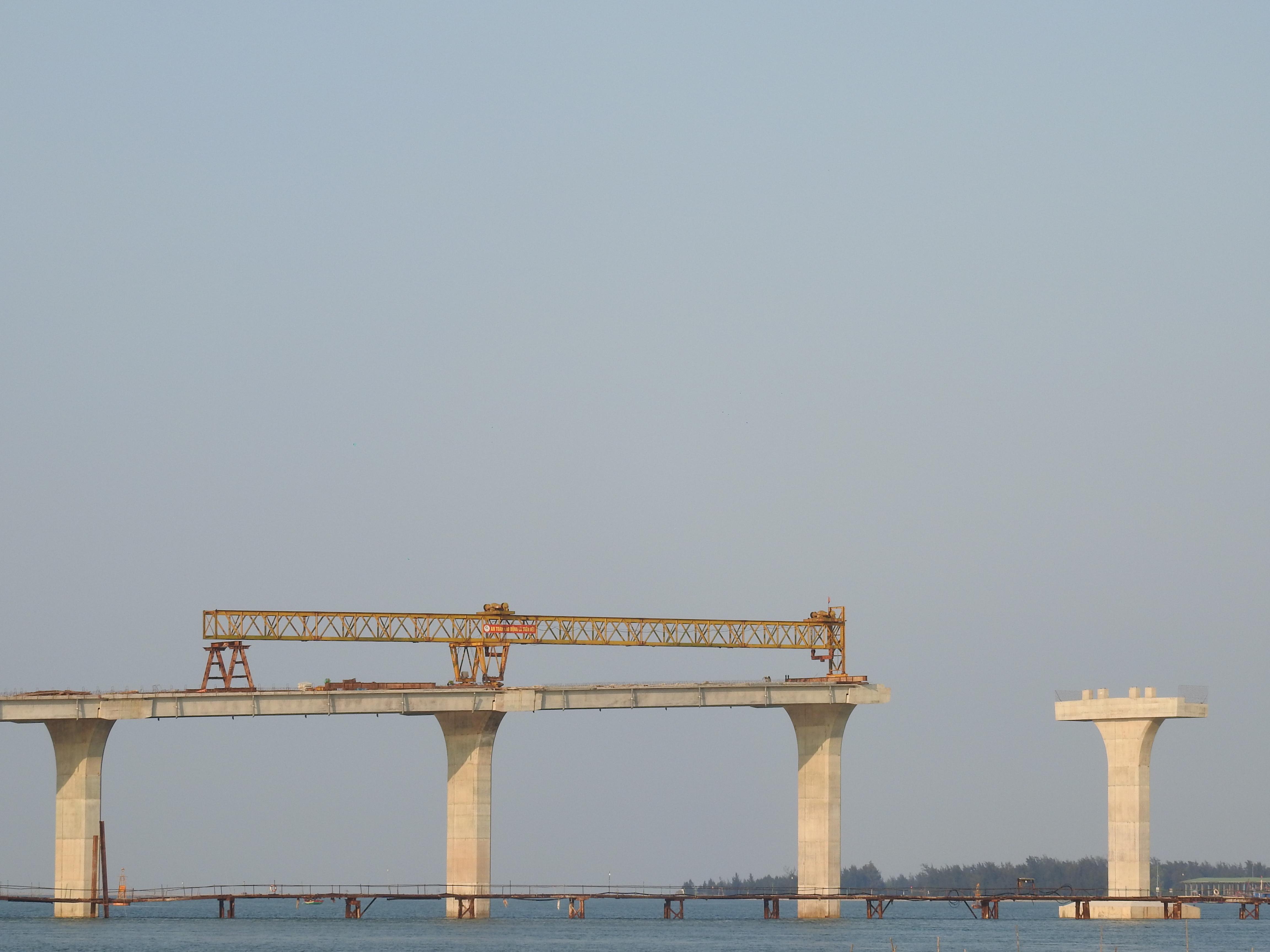 Toàn cảnh cầu Cửa Hội nối hai tỉnh Nghệ An - Hà Tĩnh, xung quanh có nhiều dự án lớn - Ảnh 9.
