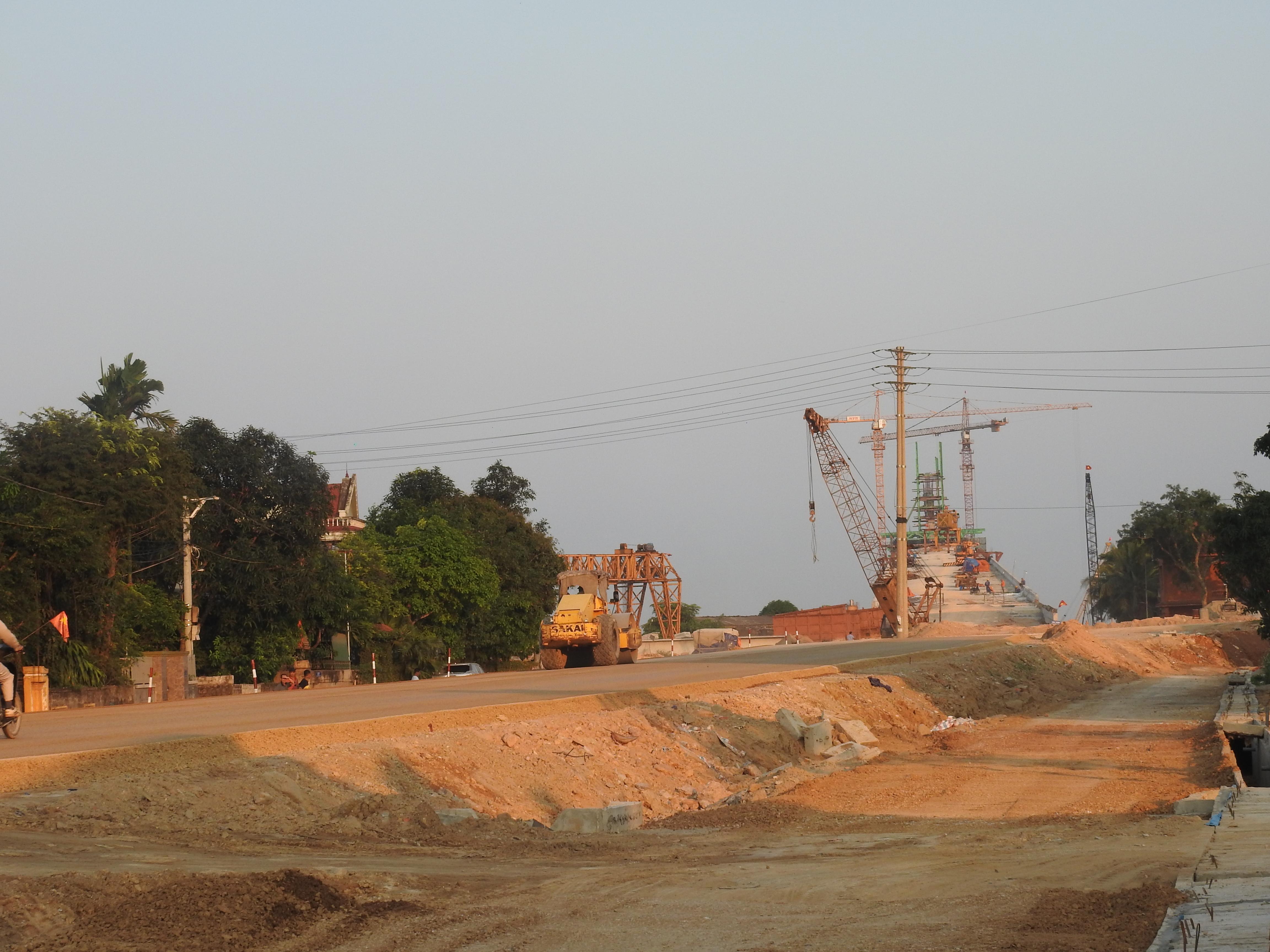 Cận cảnh cầu Cửa Hội nối hai tỉnh Nghệ An - Hà Tĩnh, tổng mức đầu tư 950 tỉ đồng, dự kiến thông xe tháng 8/2020 - Ảnh 4.