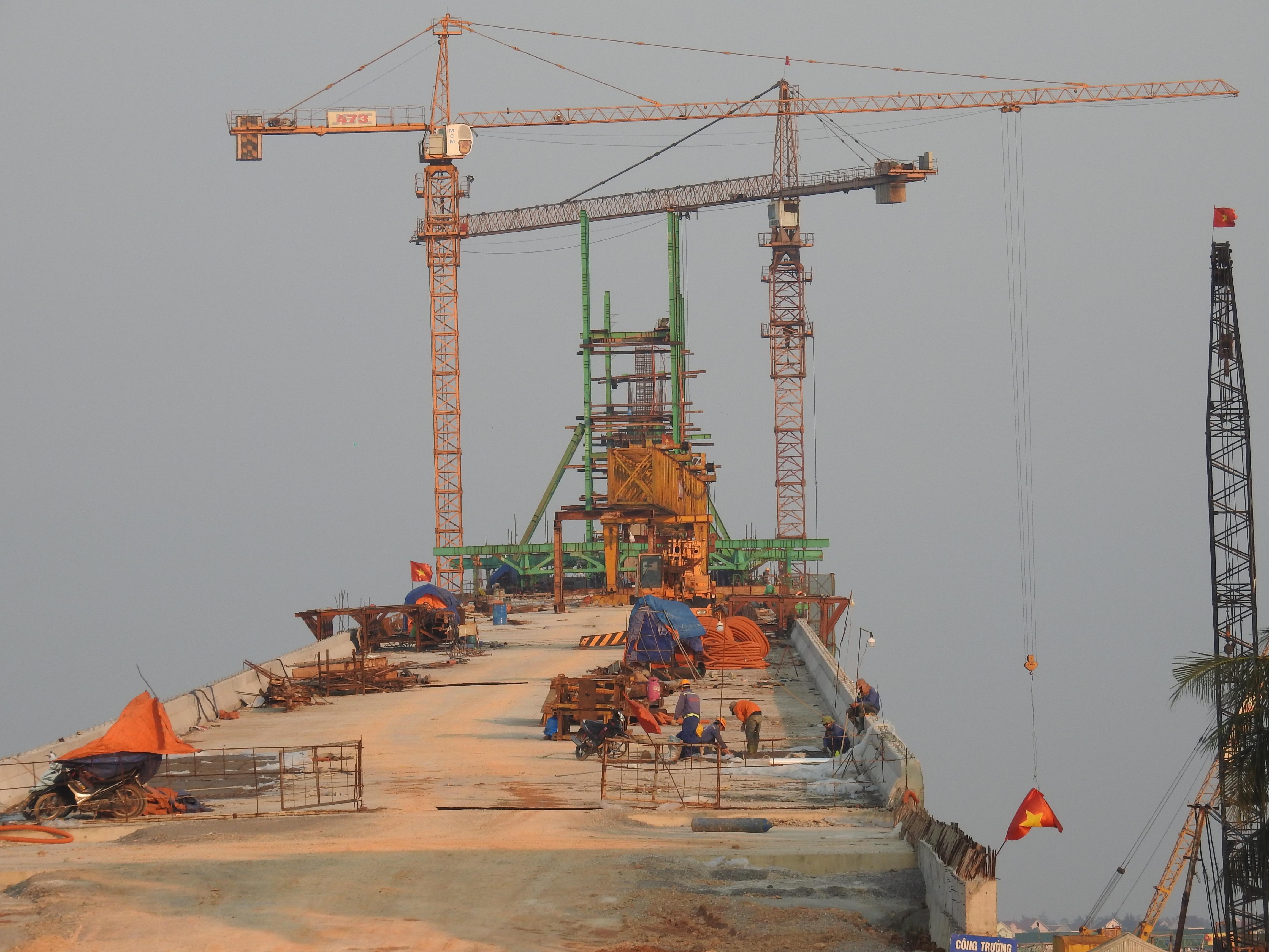 Cận cảnh cầu Cửa Hội nối hai tỉnh Nghệ An - Hà Tĩnh, tổng mức đầu tư 950 tỉ đồng, dự kiến thông xe tháng 8/2020 - Ảnh 6.