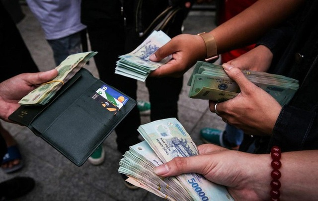 Vì sao các ngân hàng phải rút mạnh tiền gửi? - Ảnh 1.