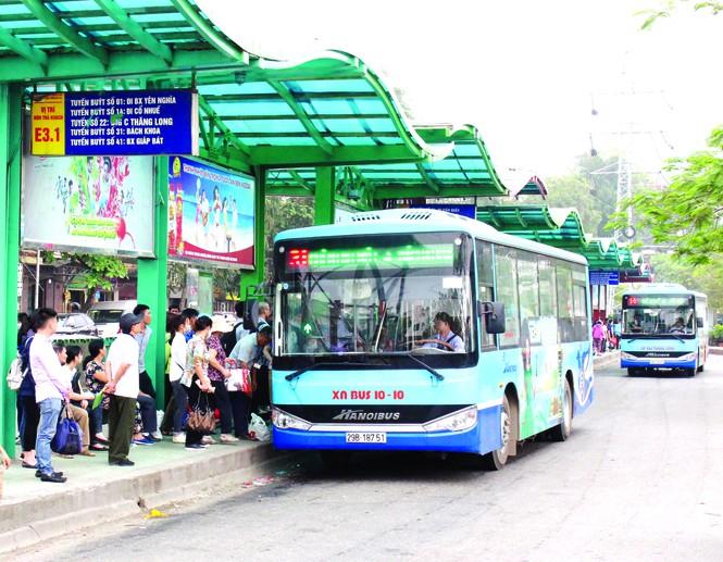 Xe buýt đưa cả nghìn người sau cách li về địa phương - Ảnh 2.