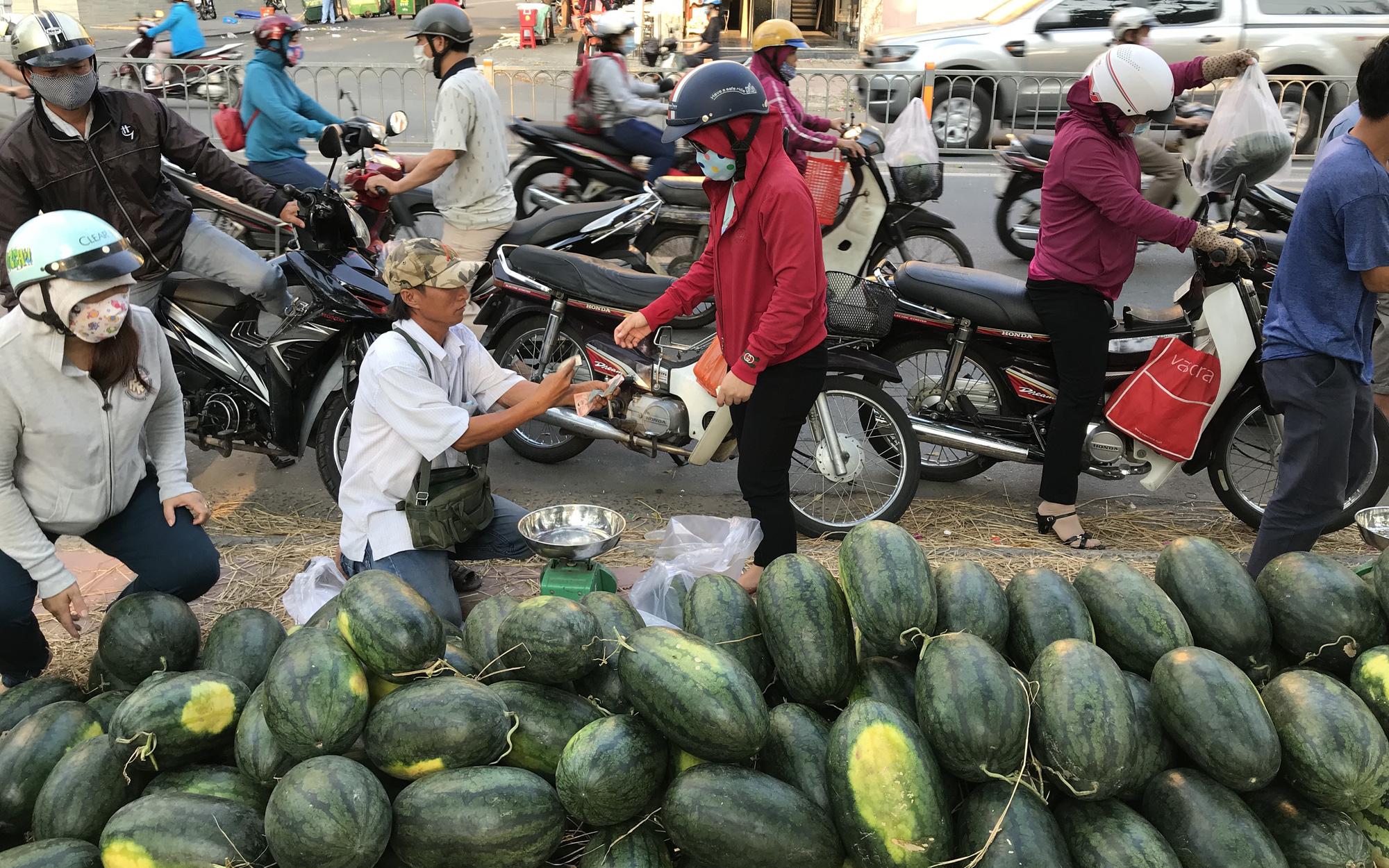 Trung Quốc dừng thông quan hàng hóa, nông sản tại các cửa khẩu trong 5 ngày liên tiếp - Ảnh 1.