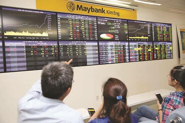 Phía sau việc rút vốn, ồ ạt bán ròng cổ phiếu ngân hàng của khối ngoại - Ảnh 1.