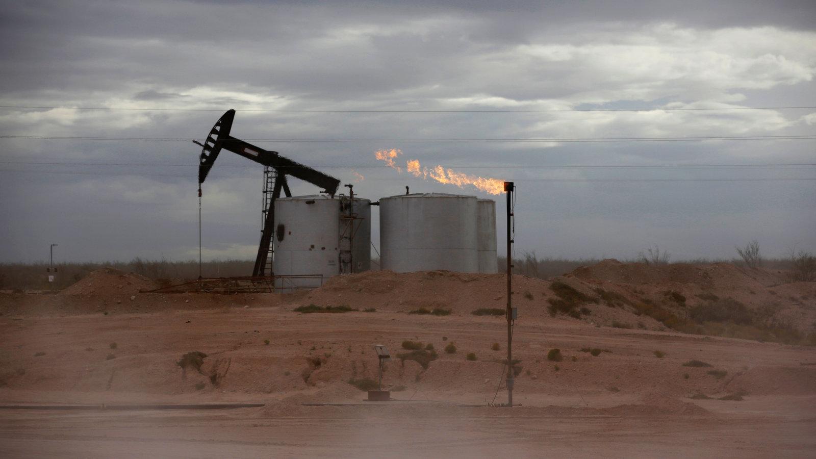 Ngành công nghiệp dầu đá phiến của Mỹ đứng trước nguy cơ sụp đổ, Nhà Trắng đang làm gì? - Ảnh 1.