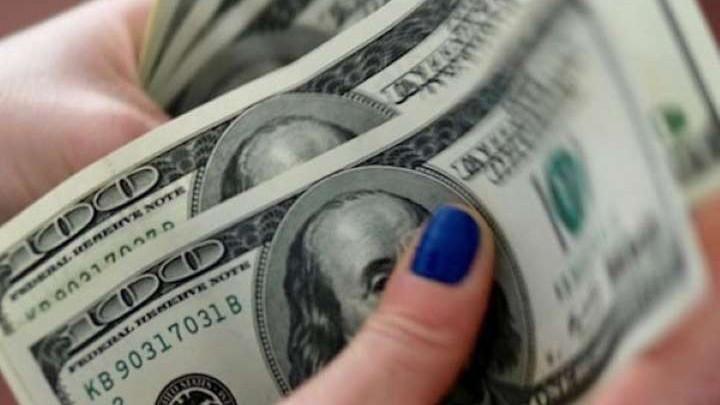 Giá USD hôm nay 2/5: Thị trường quay lưng, USD xuống sâu hơn - Ảnh 1.