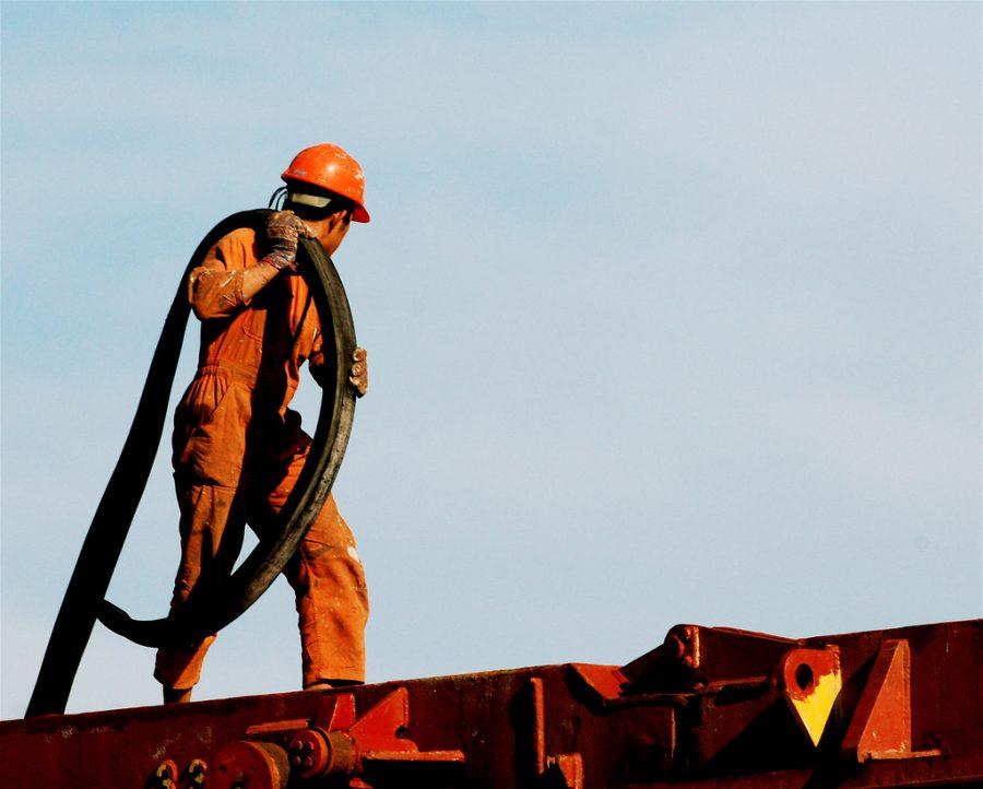 Ngành công nghiệp dầu đá phiến của Mỹ đứng trước nguy cơ sụp đổ, Nhà Trắng đang làm gì? - Ảnh 3.