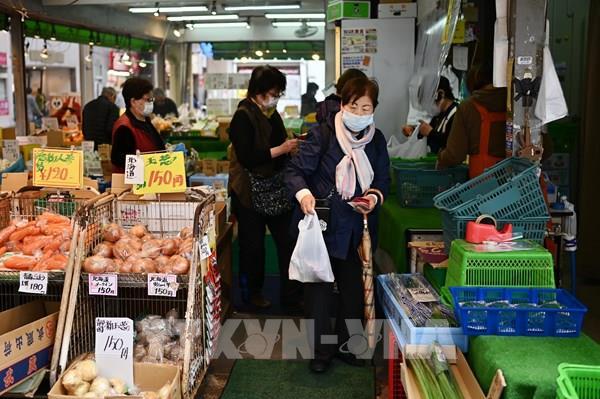 Nhật Bản xem xét dỡ bỏ tình trạng khẩn cấp tại một số nơi trước ngày 31/5 - Ảnh 1.