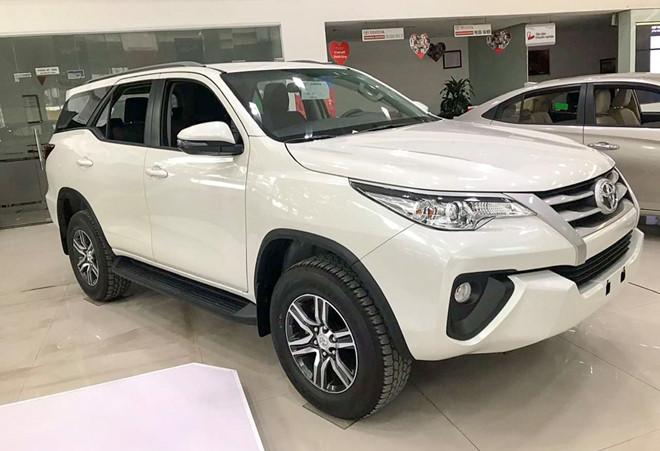 9 mẫu ô tô đang giảm giá hàng trăm triệu đồng tại Việt Nam - Ảnh 5.