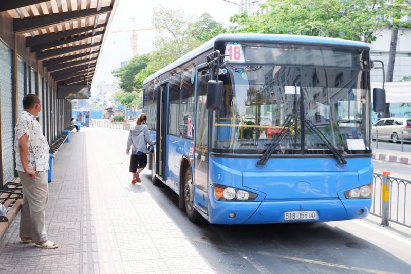 Ngày mai, xe buýt ở TP HCM hoạt động trở lại bình thường - Ảnh 1.