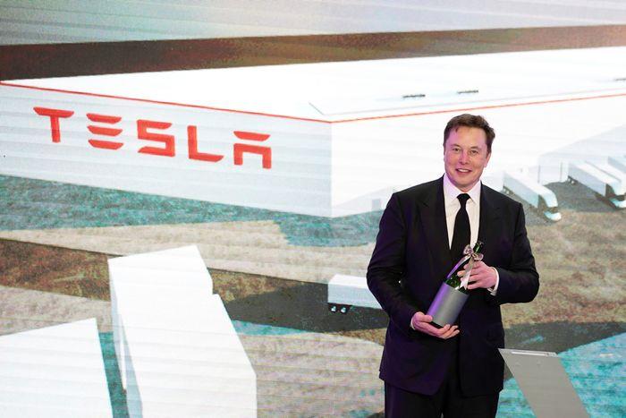 Chuyện lạ có thật: Tỉ phú Elon Musk hết tiền, phải bán nhà cửa để trả nợ, vay nợ bạn bè để trang trải cuộc sống - Ảnh 2.