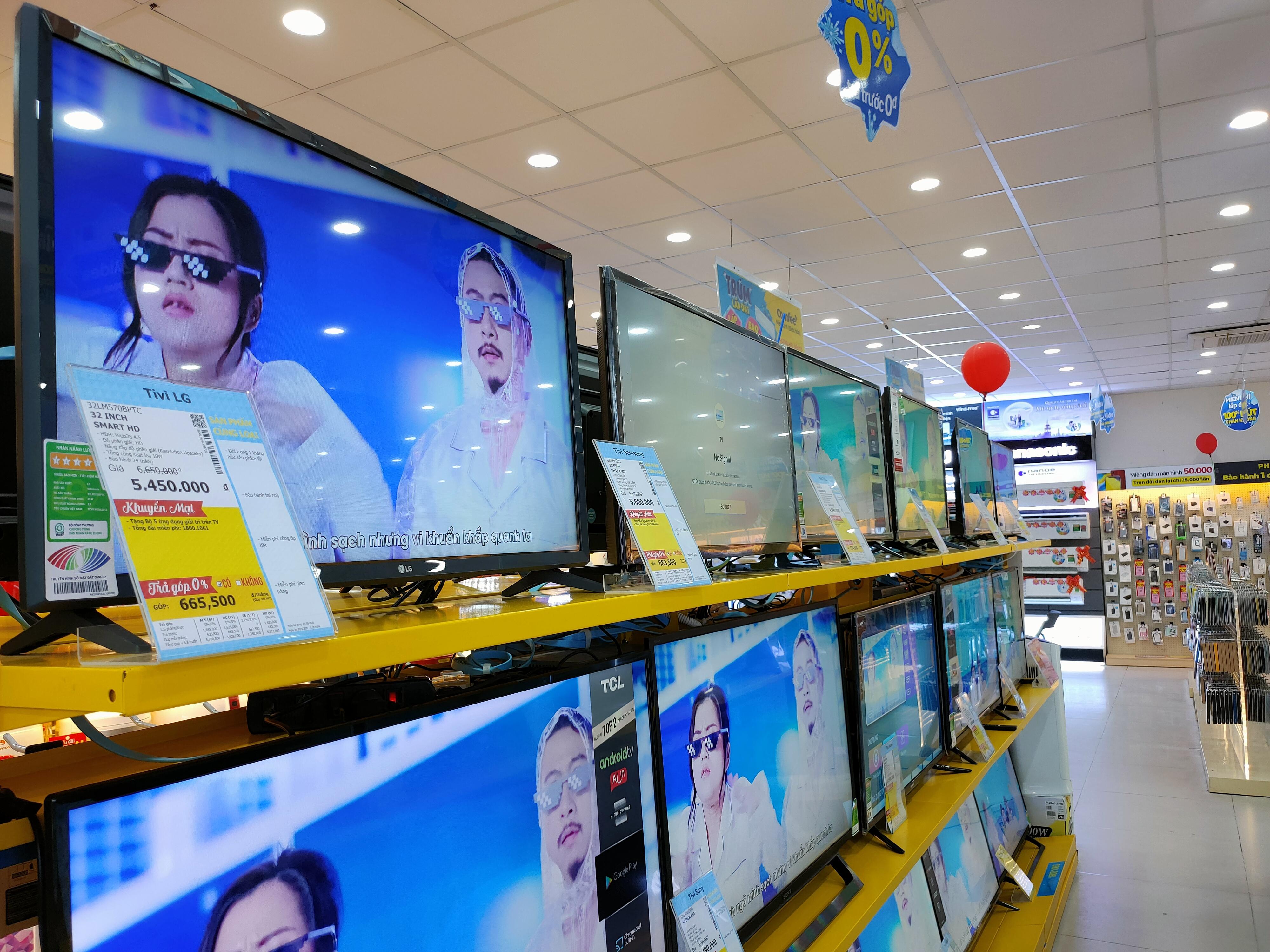 Nhiều sản phẩm tivi giảm giá sau đại dịch Covid-19 - Ảnh 1.