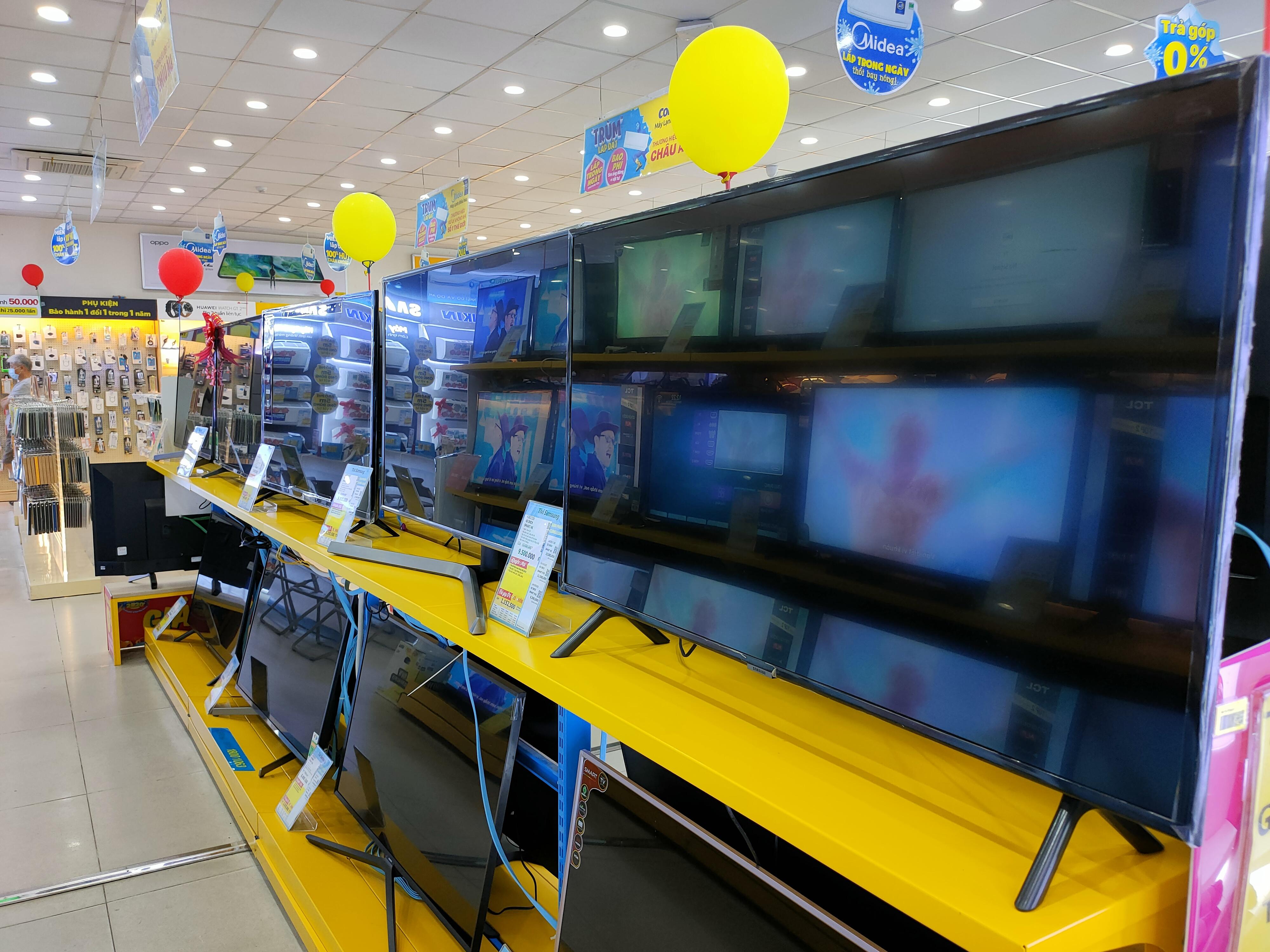 Nhiều sản phẩm tivi giảm giá sau đại dịch Covid-19 - Ảnh 2.