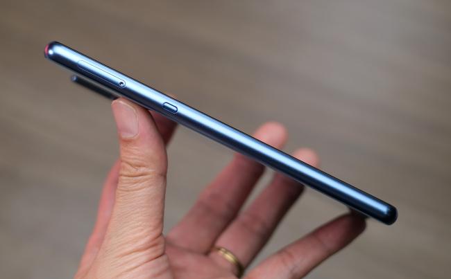 Tại sao Bkav nói Bphone B86 là smartphone đầu tiên không phím bấm dù đã có những điện thoại khác với thiết kế không nút - Ảnh 2.