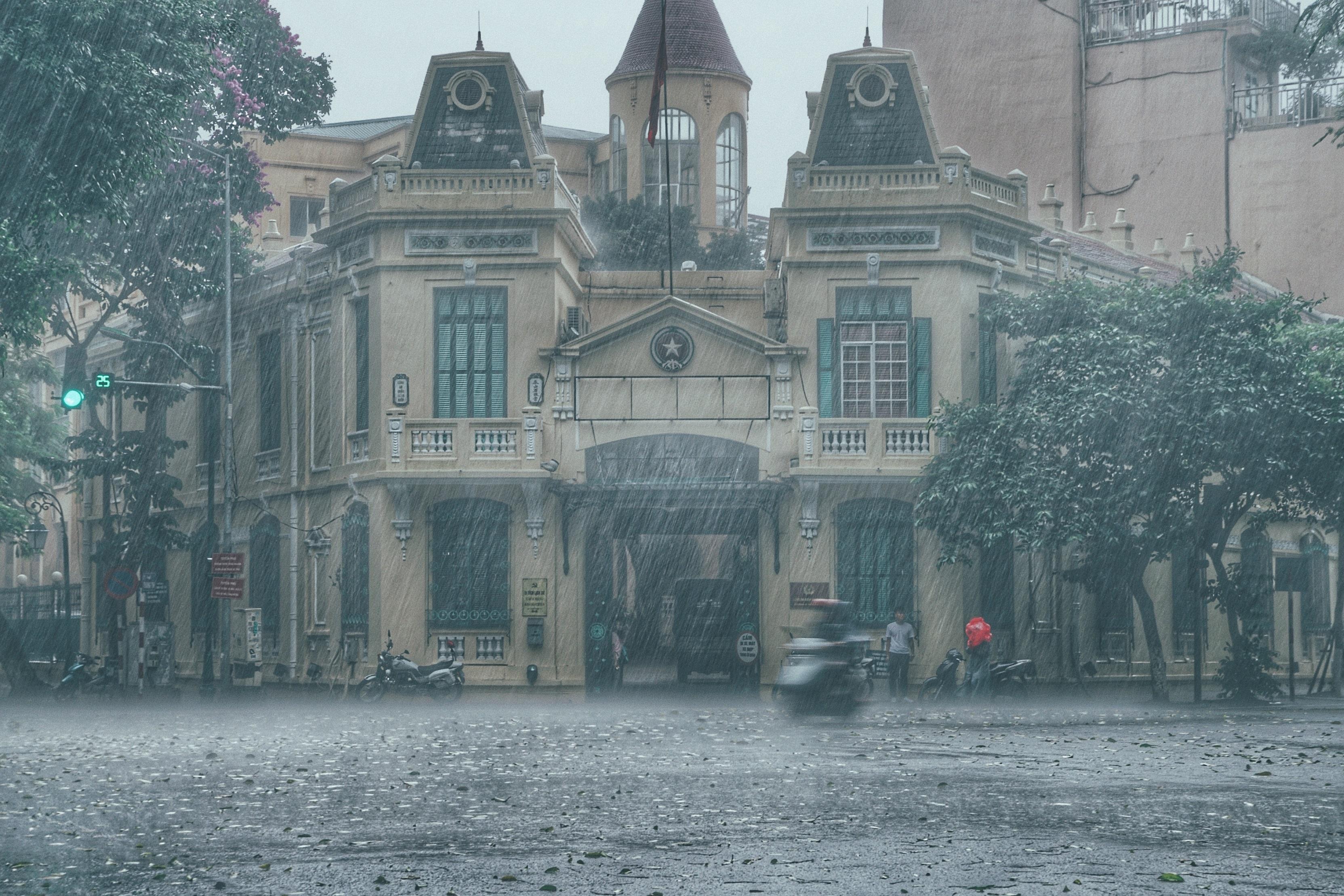 Dự báo thời tiết Đà Nẵng và các vùng cả nước hôm nay (13/5): Hà Nội mưa rào và dông, TP HCM trời có mây, không mưa - Ảnh 1.