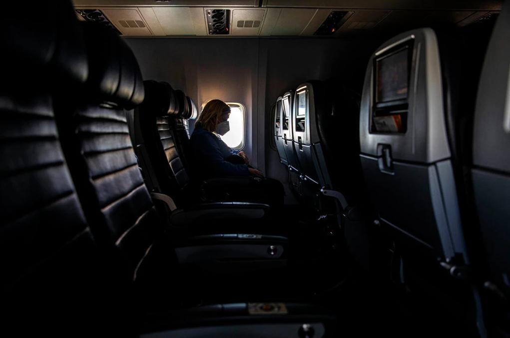 Khách 'chưa dám' bay, kinh doanh hàng không vốn đã chật vật sẽ còn tồi tệ hơn - Ảnh 1.