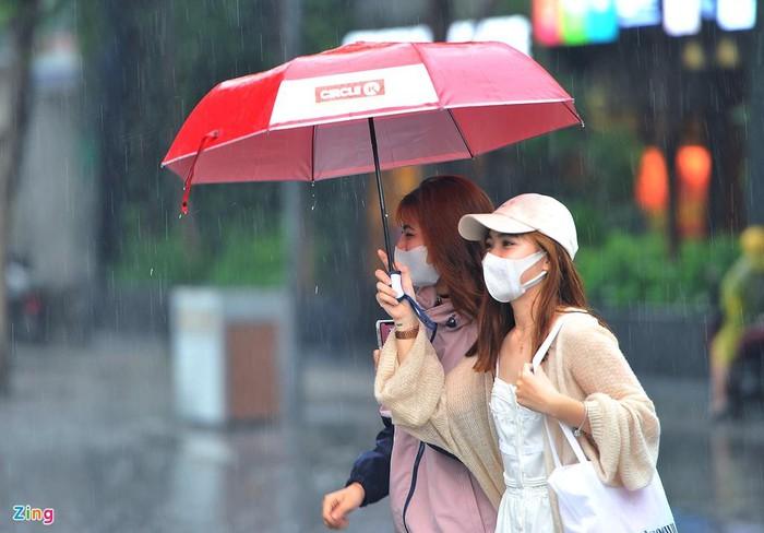 Dự báo thời tiết Đà Nẵng và các vùng cả nước hôm nay (14/5): TP HCM có mưa rào, chấm dứt chuỗi ngày nắng nóng gay gắt - Ảnh 1.