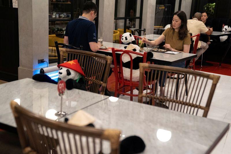 Nhà hàng Việt tại Thái Lan 'tung chiêu' độc lạ thu hút thực khách - Ảnh 1.