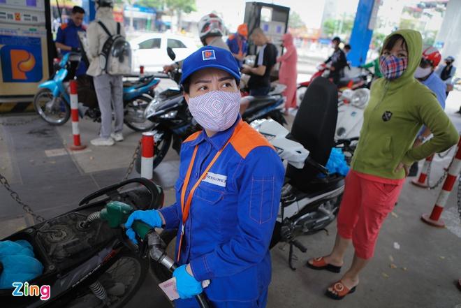 Bộ Công Thương không đồng ý dừng nhập khẩu xăng dầu - Ảnh 1.