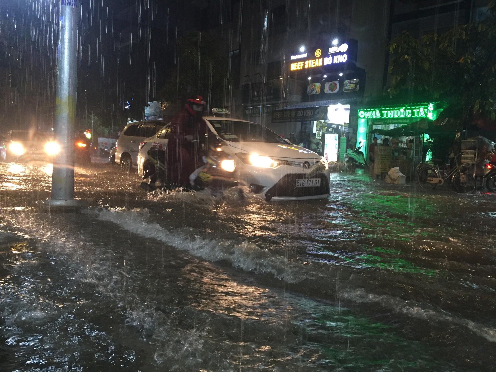 TP HCM sẽ ngập lụt nghiêm trọng vào năm 2050, thiệt hại hàng nghìn tỉ USD - Ảnh 1.