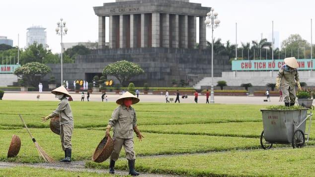 Nhà báo Mỹ viết về cuộc sống sau cách li tại Hà Nội: Thành phố tràn ngập tiếng cười khi nhịp sống được nối lại - Ảnh 1.