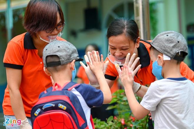Trẻ mầm non tại TP HCM trở lại trường sau gần 4 tháng nghỉ học - Ảnh 1.