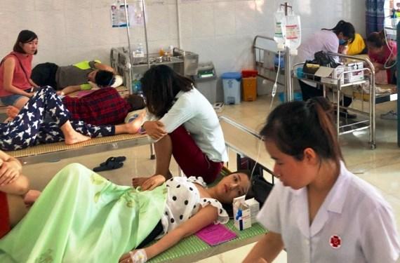 Năm 2019, Việt Nam có 2.235 người bị ngộ độc thực phẩm, chủ yếu ở khu công nghiệp và trường học, một số do thức ăn đường phố - Ảnh 1.